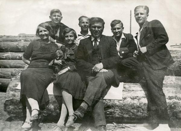 Leontyna z rodzicami i braćmi